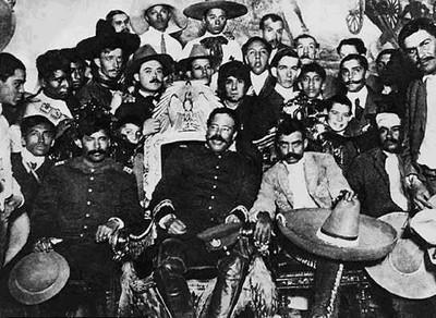 Francisco Villa y Emiliano Zapata dentro del Palacio Nacional, en 1914