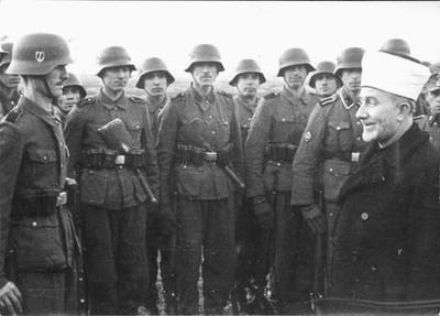 HUSSEINI CON SOLDADOS DE LA SS.
