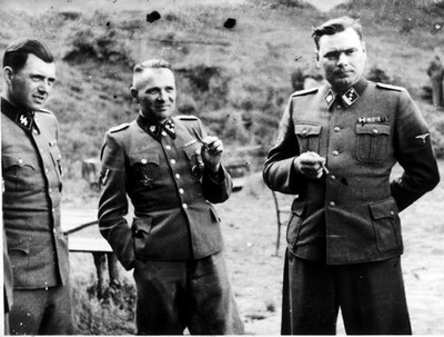 Josef Menguele, Rudolf Höss y Josef Kramer en Auschwitz.
