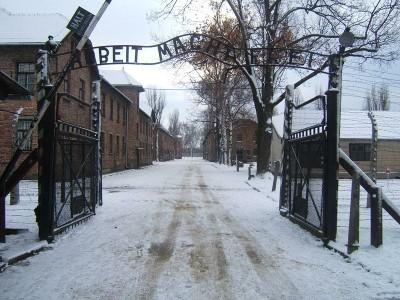 La entrada al campo de Auschwitz