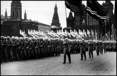 MOSCÚ: DESFILE EN EL 40º ANIVERSARIO DE LA REVOLUCIÓN BOLCHEVIQUE