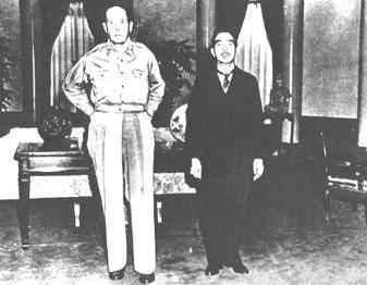 HIROHITO Y MACARTHUR