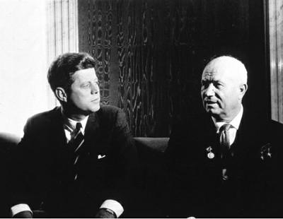 KENNEDY Y KRUSCHEV EN 1961.