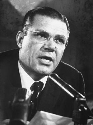 ROBERT MCNAMARA (1916-2009)