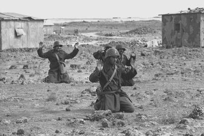 SOLDADOS SIRIOS SE RINDEN A LAS TROPAS ISRAELÍES EN LOS ALTOS DEL GOLÁN