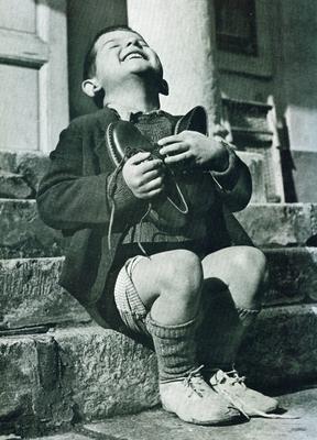 unos zapatos nuevos después de la guerra