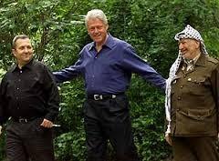 BARAK, CLINTON Y ARAFAT EN CAMP DAVID
